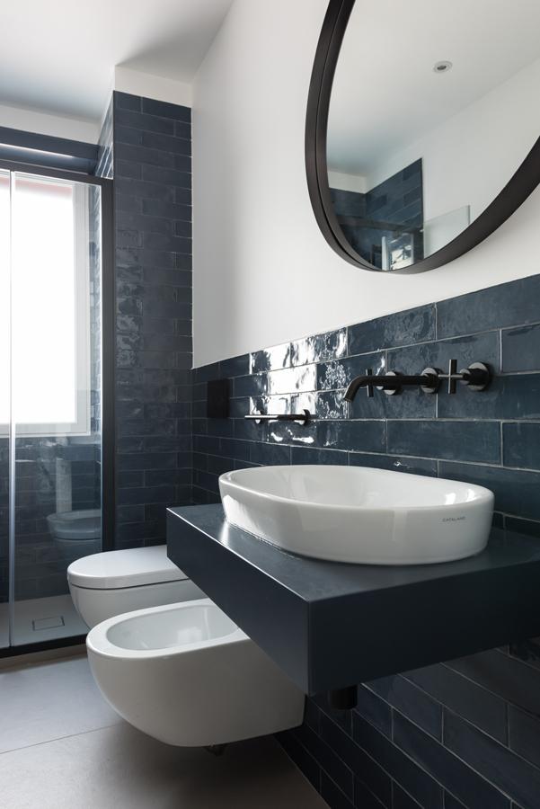 Ristrutturazione Appartamento Prati MC Bagno mattoncini Blu